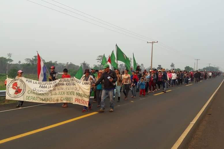 Miembros de la OLT cortan la ruta y piden tierras para vivir y trabajar.