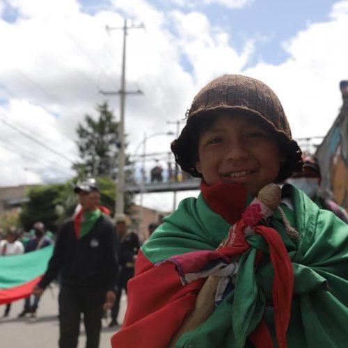 Verde y rojo son los colores emblemáticos del CRIC. Niños y niñas son parte de la organización, muchos se preparan para ser guardias indígenas