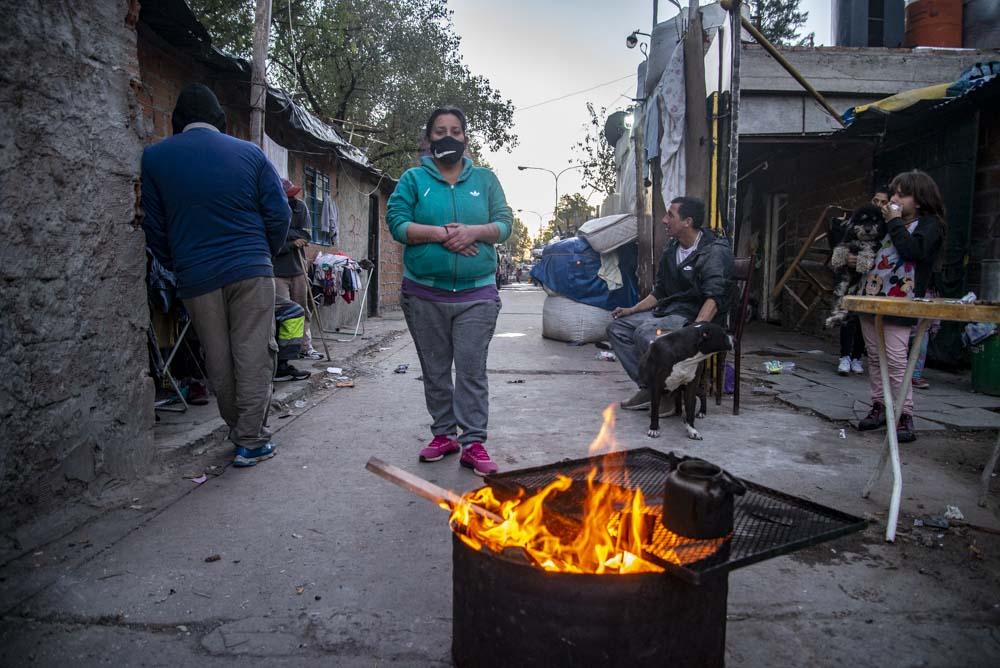 La Veredita es un largo pasillo de casas bajas en el que se estima que viven unas ciento cuarenta familias. Foto: Guido Piotrkowski