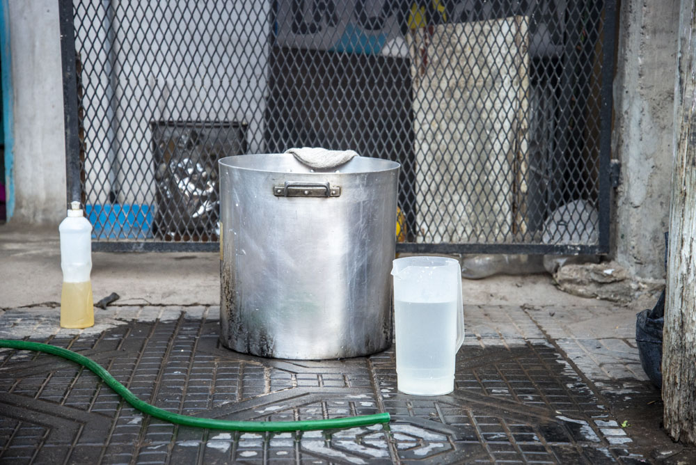 El Gobierno de la Ciudad de BsAs no reconoce a La Veredita, alejando a sus habitantes de sus derechos básicos como el acceso al agua. Foto: Guido Piotrkowski