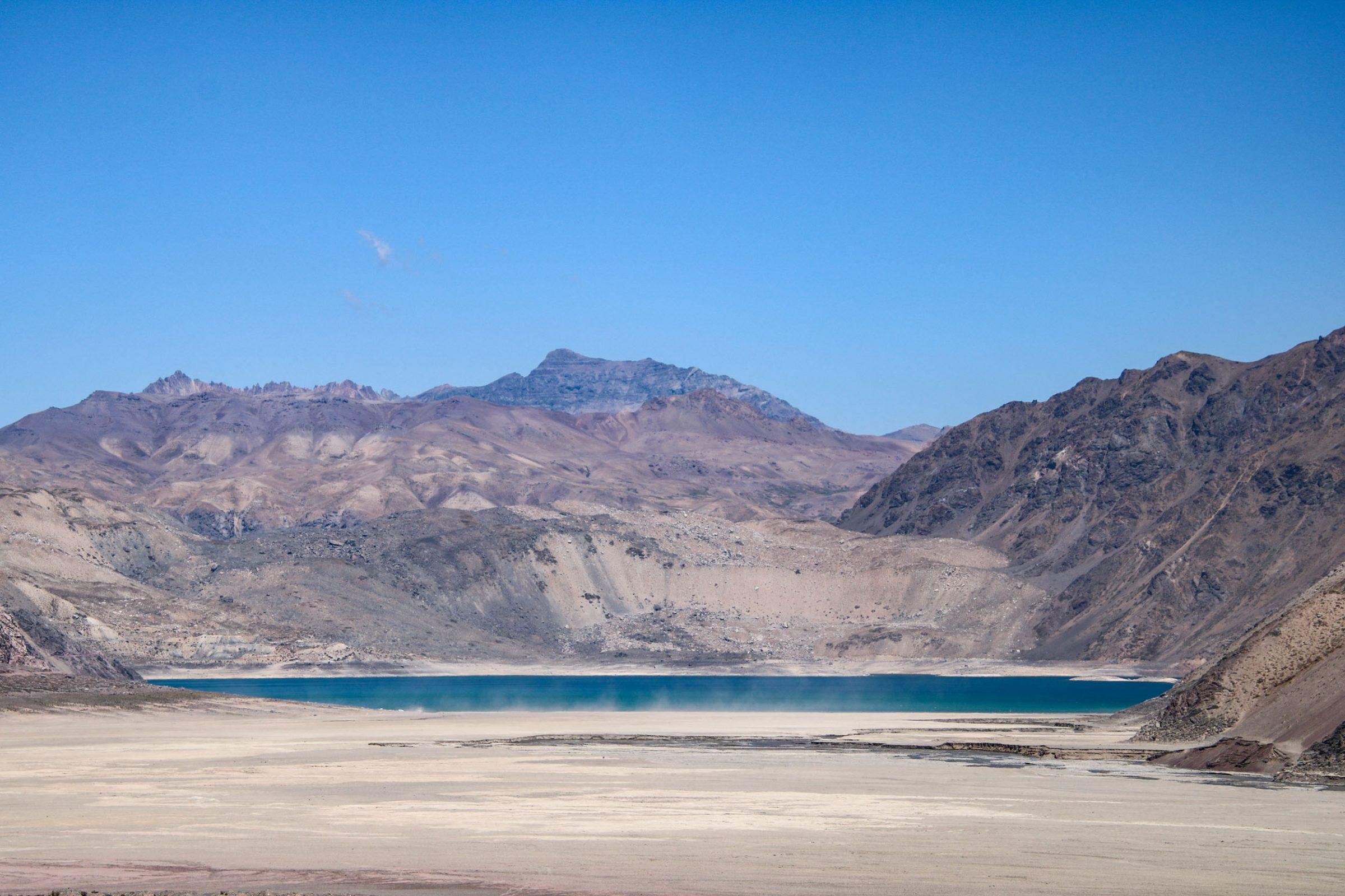 El Embalse El Yeso, en la Cordillera de los Andes, es uno de los más afectados por la sequía. © Rodrigo Barria/ Greenpeace