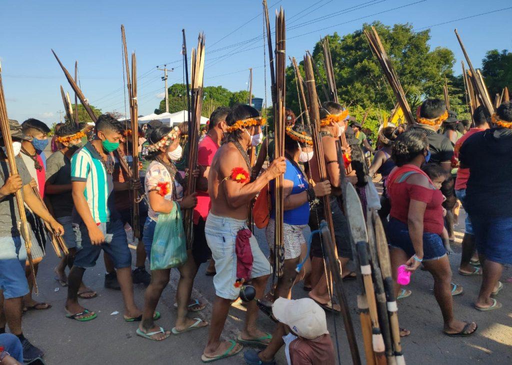La salida intempestiva de la selva de los awa fue porque la Cámara de Diputados había aprobado el texto final de un proyecto de ley, el PL490, que amenaza con no reconocer a los indígenas amazónicos el derecho a sus tierras ancestrales.